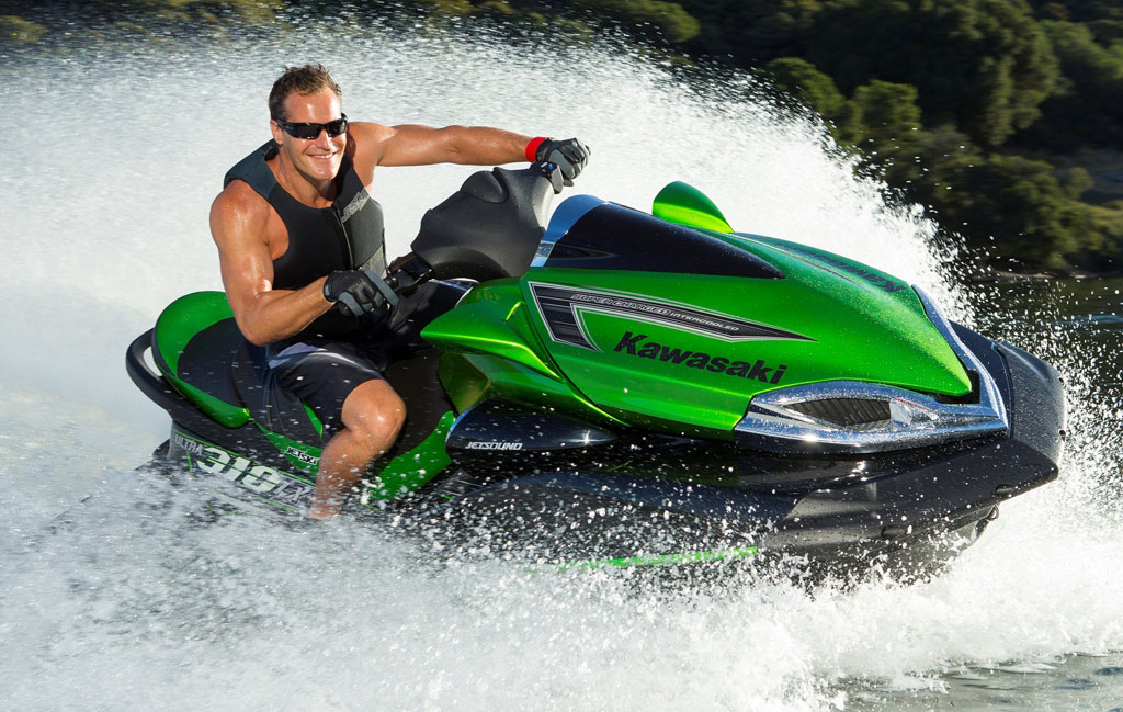 2014-Kawasaki-Jet-Ski-Ultra-310LX-Action-Right